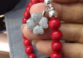 红珊瑚手链的佩戴意义以及红珊瑚手链的正确戴法