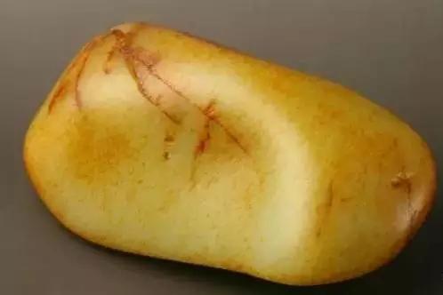 和田玉籽料皮色:常说的秋梨皮鉴别方法