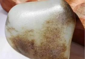 透明度对玉石鉴别的影响:玉石透明度越透越好吗
