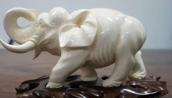 大象摆件鼻子朝向寓意 大象买鼻子朝上好吗