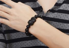 黑曜石貔貅手串的佩戴方法,佩戴后风水上作用是什么?