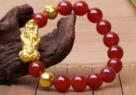 两个黄金貔貅手链穿法要牢记 穿对永保福禄双全