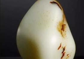 和田玉籽料鉴别的方法 和田玉籽料鉴别主要看皮色和毛孔