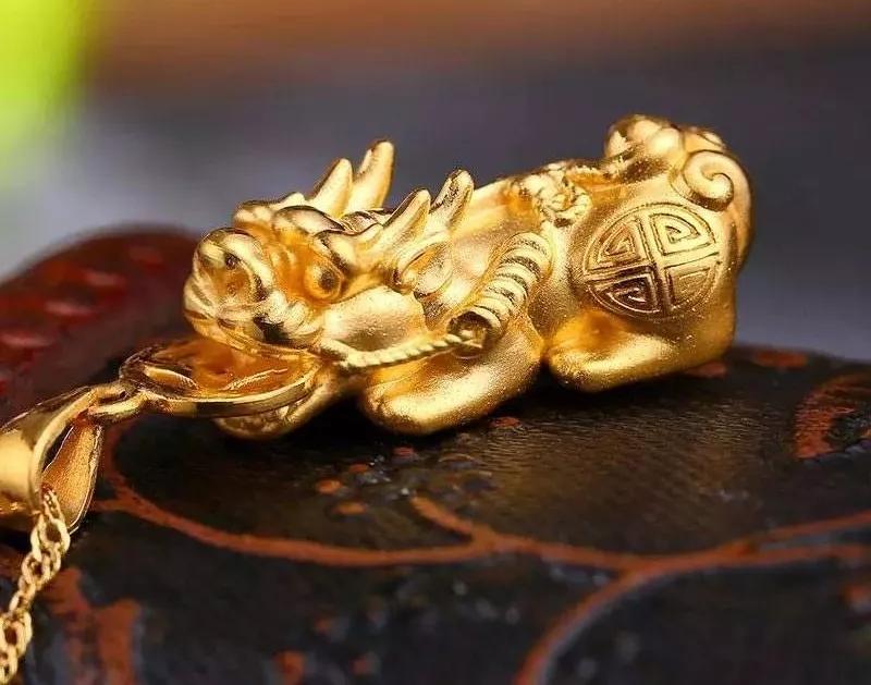 女人带什么黄金貔貅吊坠好 貔貅堪称一绝