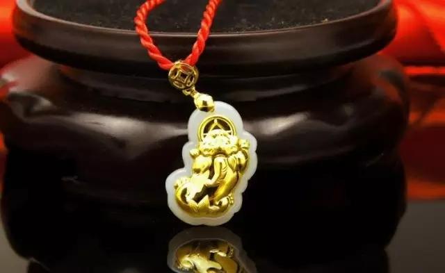 黄金貔貅挂坠的戴法