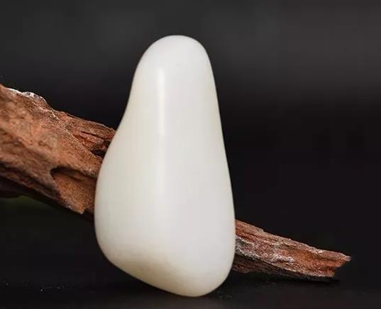 为什么说天然汗毛孔是和田玉籽料鉴别硬核?