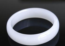 如何鉴别普通白玉与和田羊脂玉?