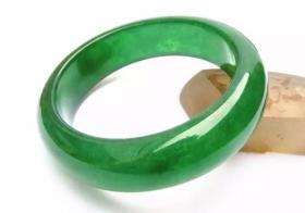 夏季汗液对玉石有哪些损害 夏季佩戴玉石注意什么?