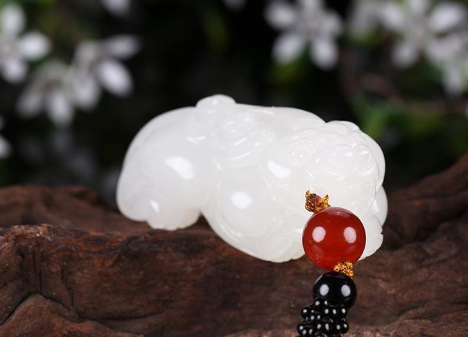 如何辨别石英岩玉石与和田白玉?