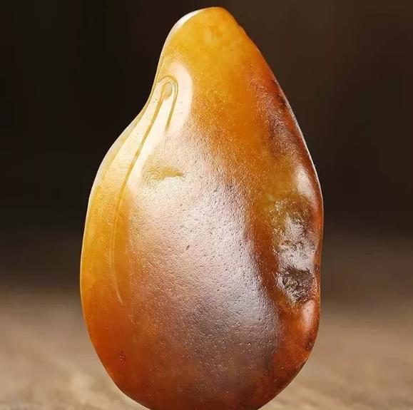 和田黄玉籽料的基本特征是什么?