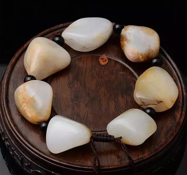羊脂玉和白玉有什么区别?