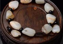 如何鉴定新疆和田玉籽料手串?
