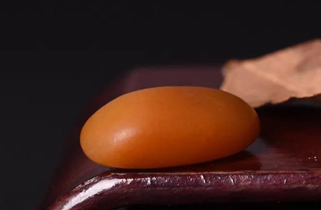 和田黄玉和蜜蜡黄玉如何辨别?