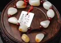 为什么和田玉籽料原石手串那么贵?